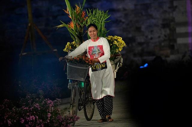Duyên dáng hình ảnh tà áo truyền thống Việt trong đêm khai mạc - 11