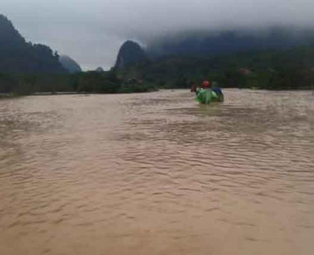 Mưa rất to và kéo dài đã khiến nước lũ dâng cao rất nhanh