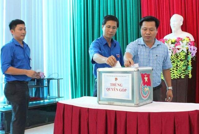 Thùng thư quyên góp ủng hộ đồng bào bị lũ lụt do Tỉnh đoàn Quảng Ngãi phát động.