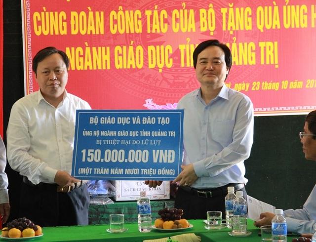 Bộ trưởng Phùng Xuân Nhạ: Tạo điều kiện tối đa để học sinh vùng lũ trở lại lớp - 4