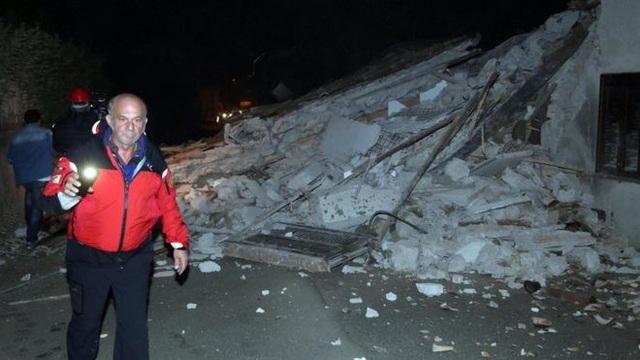 Một căn nhà bị sập do động đất ở Italy. (Nguồn: EPA)