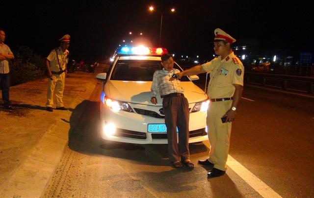 Ông Ngọc chửi bới, chống đối lực lượng CSGT khi bị dừng xe trong tình trạng say rượu