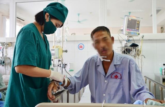 Bệnh nhân K bị suy đa tạng khi ăn tiết canh lợn. Ảnh: T. Quân
