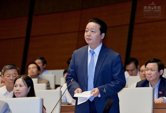 Bộ trưởng Bộ Tài nguyên và Môi trường Trần Hồng Hà (Ảnh: Quochoi.vn)