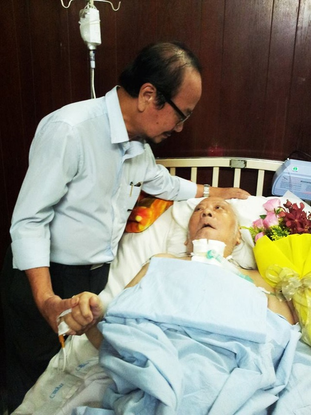 Nhạc sĩ Trần Hữu Bích vào thăm Giáo sư nhạc sĩ Ca Lê Thuần
