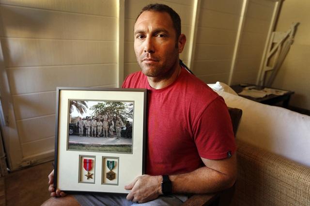 Cựu binh Vệ binh Quốc gia Jaffe sau khi ra tù khoe công trạng.