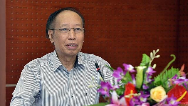 Nhà báo Phạm Huy Hoàn - TBT Báo điện tử Dân trí - Trưởng Ban tổ chức Giải thưởng Nhân tài Đất Việt 2016 - chia sẻ với các thành viên trong Hội đồng chấm thi Chung khảo trước khi công tác chấm thi diễn ra.