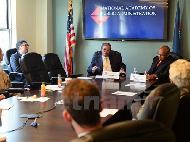 Buổi nói chuyện của Đại sứ Phạm Quang Vinh tại Học viện Quốc gia Hành chính công Hoa Kỳ. (Ảnh: Đoàn Hùng/Vietnam+)