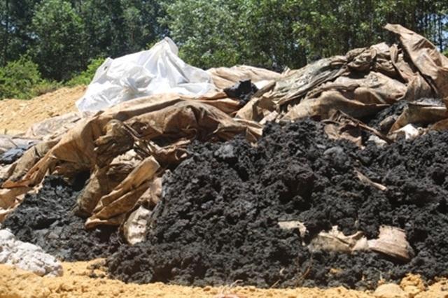 Vụ chôn hàng trăm tấn chất thải của Formosa: Khiển trách 3 cán bộ - 1