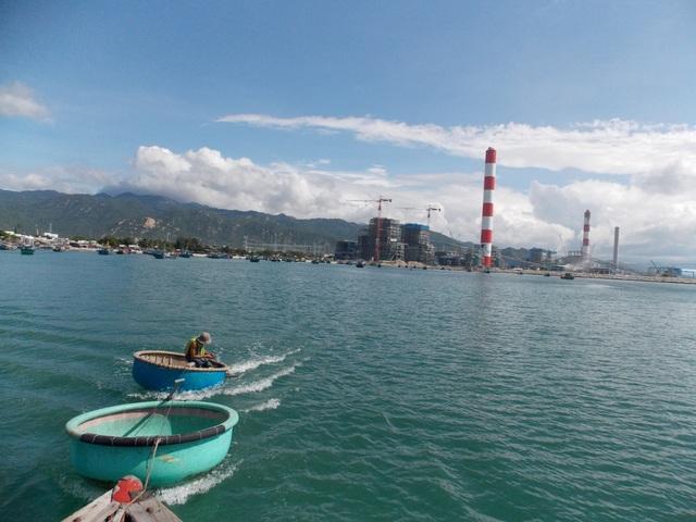 Theo UBND tỉnh Bình Thuận, dù 1,5 triệu m3 vật liệu nạo vét trên không phải là chất thải nhưng với khối lượng lớn như trên chắc chắn sẽ ảnh hưởng đến môi trường, đời sống ngư dân... (Ảnh: Trúc Hà)