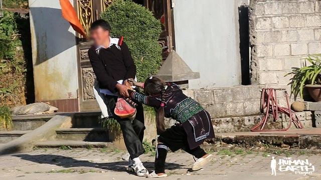 Truyền thống bắt vợ của người Hmông xuất hiện trong bộ phim tài liệu của Ben.