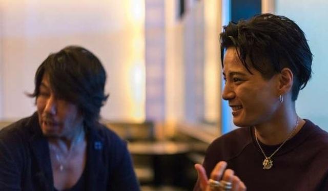 Ryohey Onizuka, ông chủ của Shangrila (phải) và quản lý Ryo Tachibana.