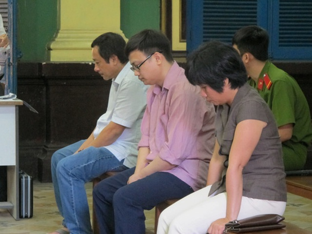 Các bị cáo Nghiệp, Hùng và Lê (từ trái sang phải)