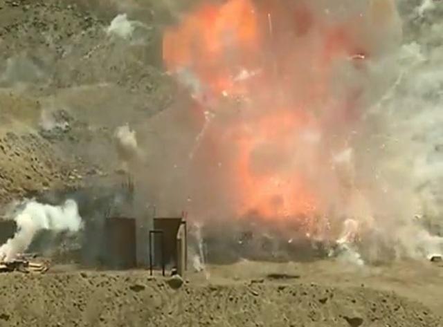 Peru thiêu hủy pháo hoa lậu đỏ rực một góc trời - 1