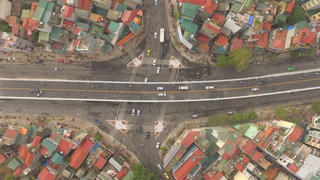 Cầu vượt Ô Đông Mác - Nguyễn Khoái là 1 trong 8 công trình giao thông cấp bách của Hà Nội. Công trình này được xây dựng đồng bộ với quy hoạch chung của thủ đô, khớp nối với tuyến đường sắt đô thị số 3 từ Lò Đúc sang Kim Ngưu ở khu vực nút giao thông Ô Đông Mác- Nguyễn Khoái.