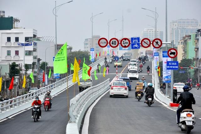Cầu được làm bằng kết cấu dầm hộp thép, dài 232,4m, bao gồm 4 nhịp liên tục bằng dầm hộp thép. Cầu có bề rộng là 12m, tĩnh không thông xe dưới cầu là 4,75m.