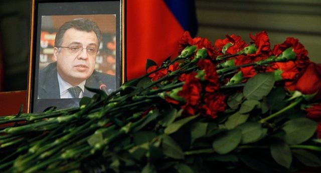 Xuất hiện cô gái Nga trong vụ ám sát Đại sứ Nga tại Thổ Nhĩ Kỳ - 1