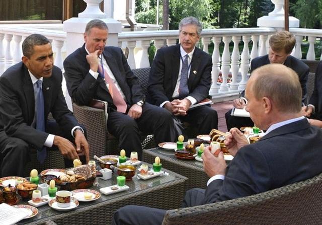 Ông Obama được ông Putin tiếp đón tại dinh thự của mình ở ngoại ô Moscow. Ảnh: Reuters