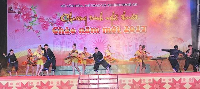 Chương trình nghệ thuật chào năm mới 2017 được biểu diễn tại Quảng trường Hồ Chí Minh.