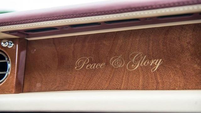 Cái tên Hoà Bình & Vinh Quang của chiếc Phantom Bespoke thứ 3 có tới 3 chữ trùng với tên thành viên gia đình của tỷ phú tên H.