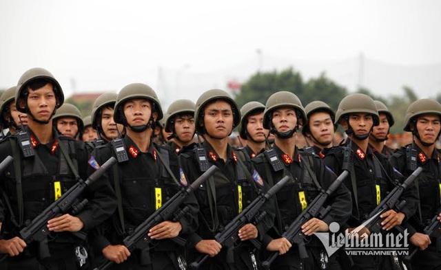 Tiểu đoàn Cảnh sát đặc nhiệm được trang bị súng MP5