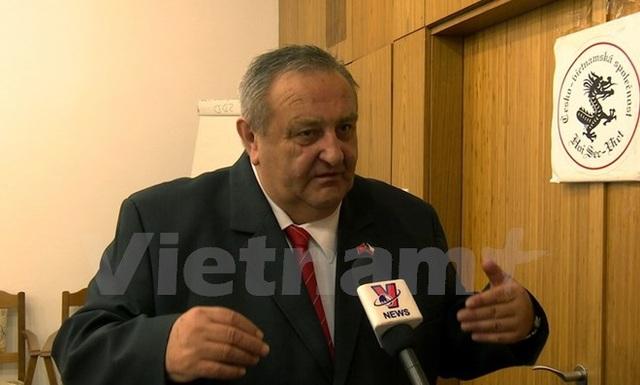 Ông Winter trả lời phỏng vấn của phóng viên TTXVN. (Ảnh: Trần Quang Vinh/Vietnam+)