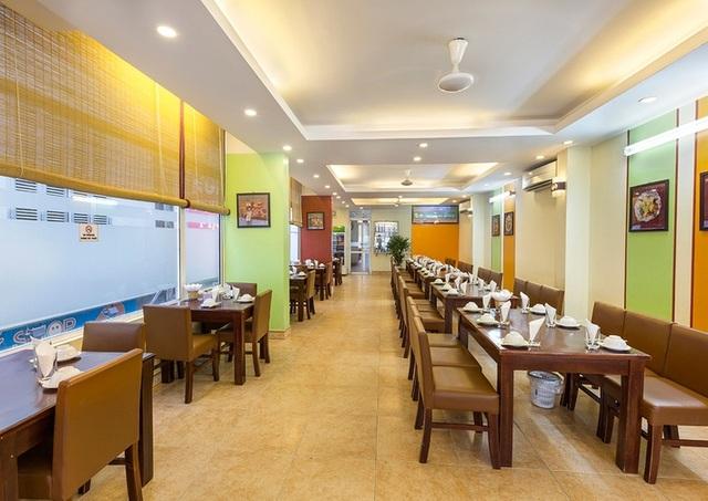 Không chỉ nổi tiếng với các món gà tươi ngon mà đến với Gà36 khách hàng còn cảm nhận một không gian lịch sự mà gần gũi, ấm cúng, thân tình, không quá ồn ào
