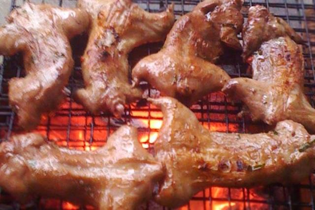 """Những món ăn Việt nghe tên đã muốn """"chùn đũa"""" - 1"""