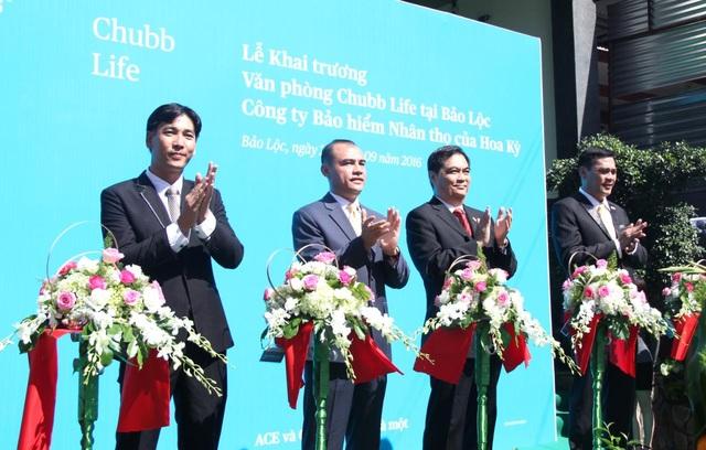 Đại diện Chubb Life Việt Nam cắt băng khai trương văn phòng Bảo Lộc vào ngày 26/9/2016