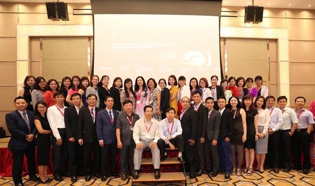 Đoàn giảng viên đại học Việt Nam tham dự hội nghị