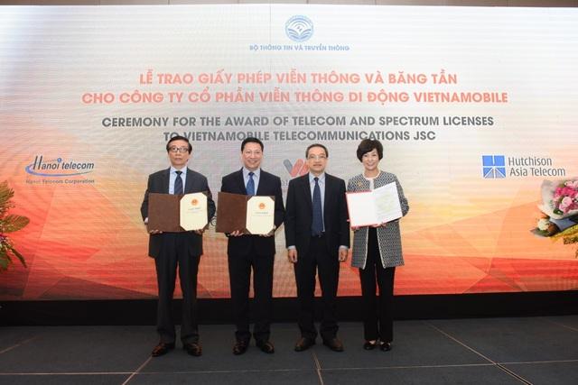 Bộ Thông tin và Truyền thông trao các Giấy phép viễn thông và băng tần cho Vietnamobile.