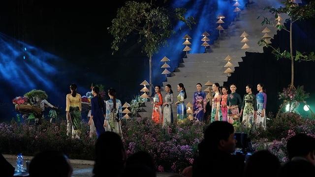 Duyên dáng hình ảnh tà áo truyền thống Việt trong đêm khai mạc - 10