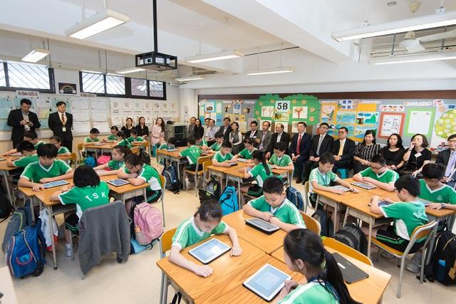 Một lớp học thông minh tại trường tiểu học Hồng Kông (Ảnh: Samsung News Room Hồng Kông)