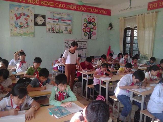 Cô giáo Nguyễn Thị Phương trong giờ dạy trên lớp