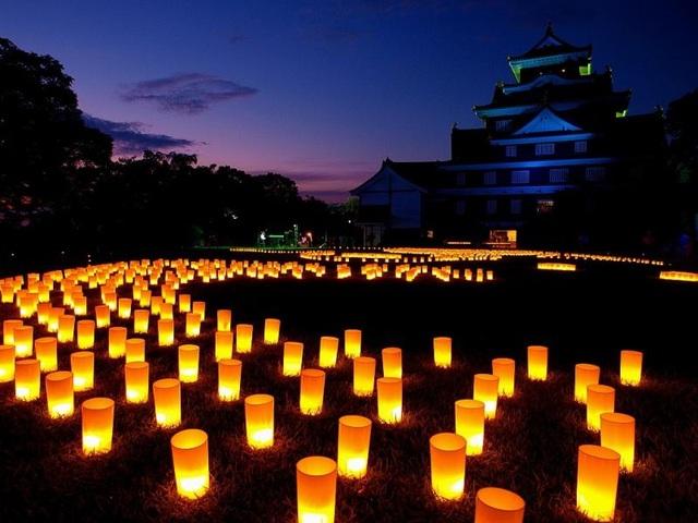 Vào ngày lễ Obon, linh hồn của những người thân đã khuất trở lại gia đình. Ảnh: The World Festivals.