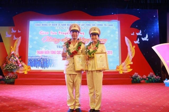 Trần Hồng Bích tại lễ vinh danh Gương mặt Thanh niên Công an tiêu biểu năm 2015.