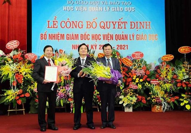 Bộ trưởng Phùng Xuân Nhạ trao Quyết định bổ nhiệm Giám đốc Học viện Quản lý giáo dục tới ông Phạm Quang Trung