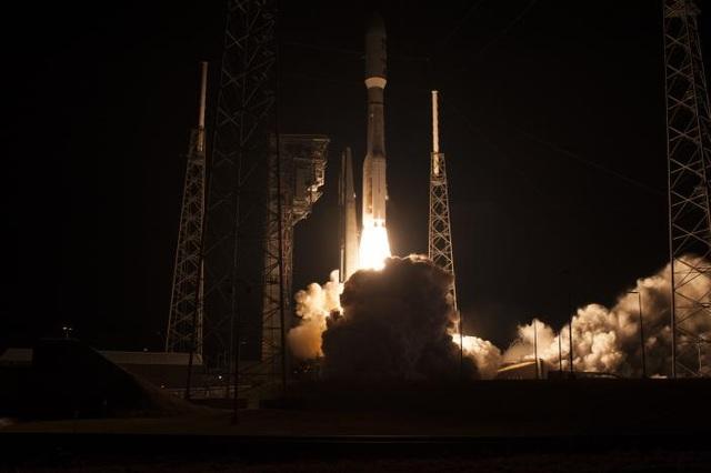 Tên lửa Atlas V với vệ tinh GOES – R đang được nâng lên lúc 6h42 (giờ địa phương) ngày 19/11