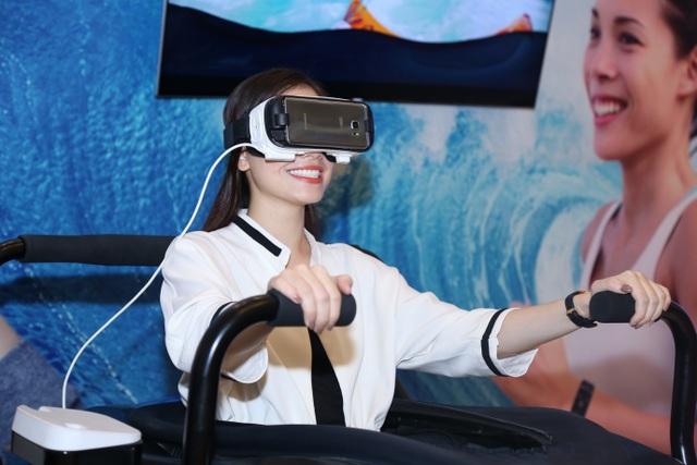 Khu vực trải nghiệm kính Gear VR là địa điểm hút khách tại Galaxy Studio Hà Nội.
