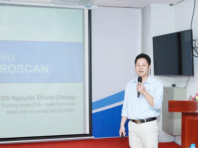 Bác sỹ Nguyễn Thành Chung giới thiệu phương pháp Fibrosan trong chẩn đoán xơ gan tại hội nghị.
