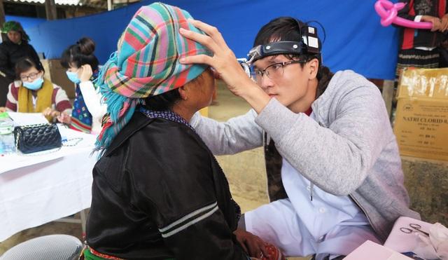 Người dân được thăm khám theo các chuyên khoa: Siêu âm, khám nội, khám mắt, nội soi tai mũi họng, tim mạch, tiết niệu, cơ - xương - khớp...