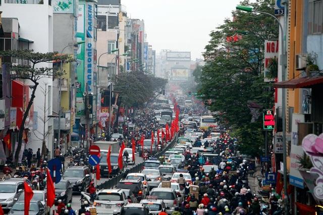 Đường phố Hà Nội ngày giáp Tết. Ảnh: Phạm Hải