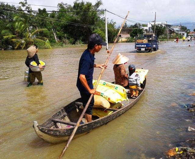 Tuyến đường ĐT 640 đoạn qua xã Nhơn Hòa, huyện Tuy Phước người dân vẫn phải di chuyển bằng sõng
