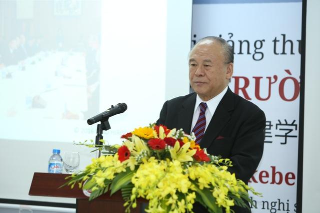 Ngài Takebe Tsutomu là diễn giả trong bài giảng tại Trường ĐH Việt Nhật