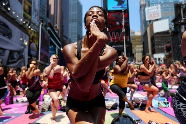 Hatha yoga là một phiên bản tập luyện tập trung vào việc giữ một tư thế cụ thế. Bài tập này nằm ở dưới cùng trong danh sách và sẽ đốt cháy trung bình khoảng 228 calo/giờ đối với một người nặng 91kg.