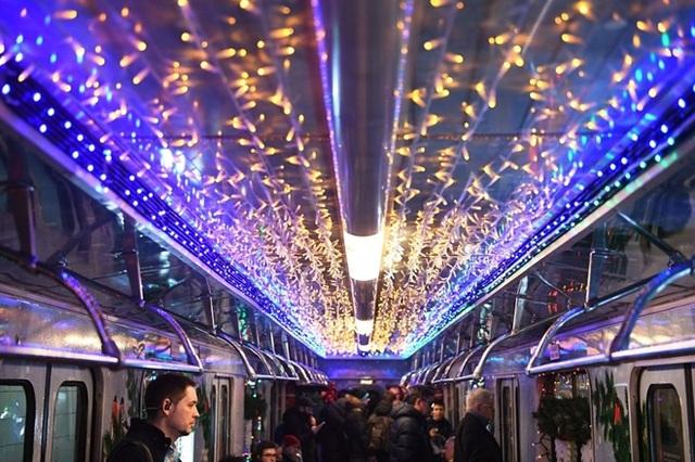 """Tàu điện ngầm Moscow hút khách năm mới bằng chiêu """"độc"""" - 2"""