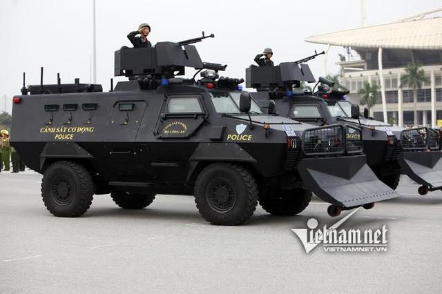 Xe chống biểu tình, bạo loạn được trang bị cho CSCĐ chuyên phục vụ công tác chống biểu tình, gây rối, bạo loạn và các tình huống đột xuất như hoả hoạn, thiên tai
