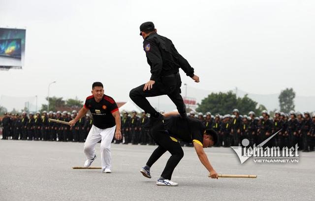 Dàn xe đặc chủng chống đạn của Cảnh sát cơ động Hà Nội - 18