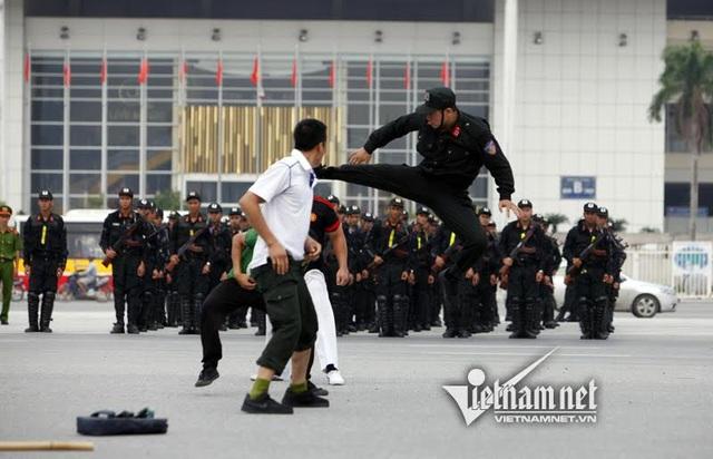 Dàn xe đặc chủng chống đạn của Cảnh sát cơ động Hà Nội - 20