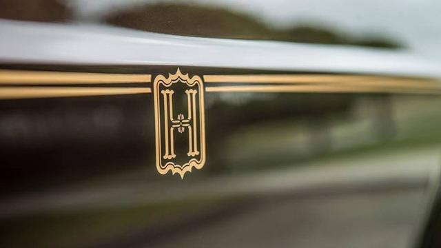 Gia huy sang trọng H nổi bật trên đường Coach-line thể hiện văn hoá chơi xe siêu sang của đại gia Việt đã bước lên tầm cao mới.